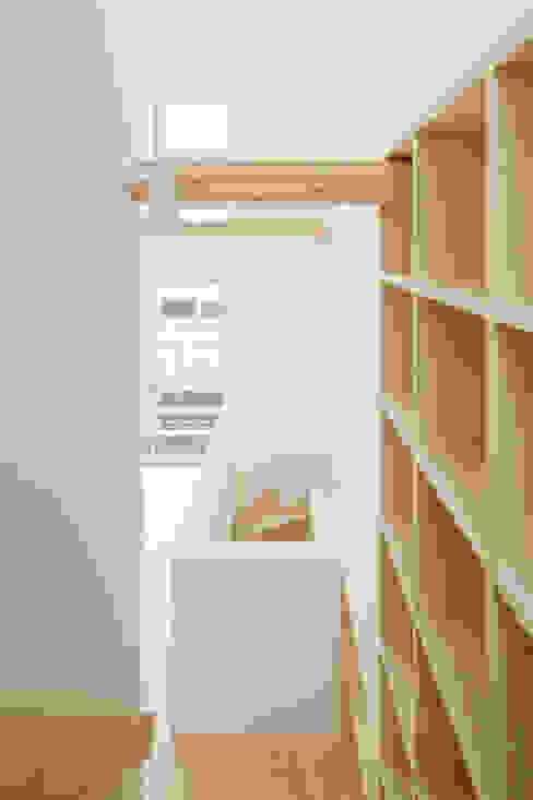 2〜3階階段 北欧スタイルの 玄関&廊下&階段 の 井戸健治建築研究所 / Ido, Kenji Architectural Studio 北欧