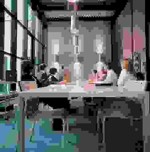 Sala riunioni Complesso d'uffici in stile industrial di Francesca Bonorandi Industrial