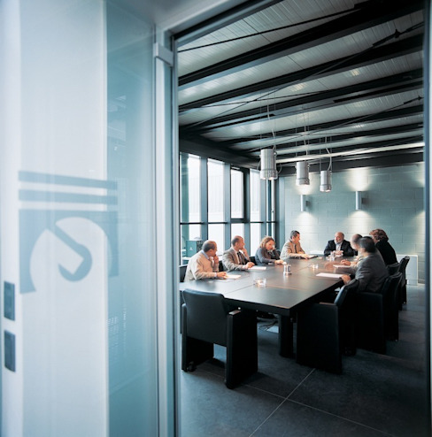 Uffici direzionali Complesso d'uffici in stile industrial di Francesca Bonorandi Industrial
