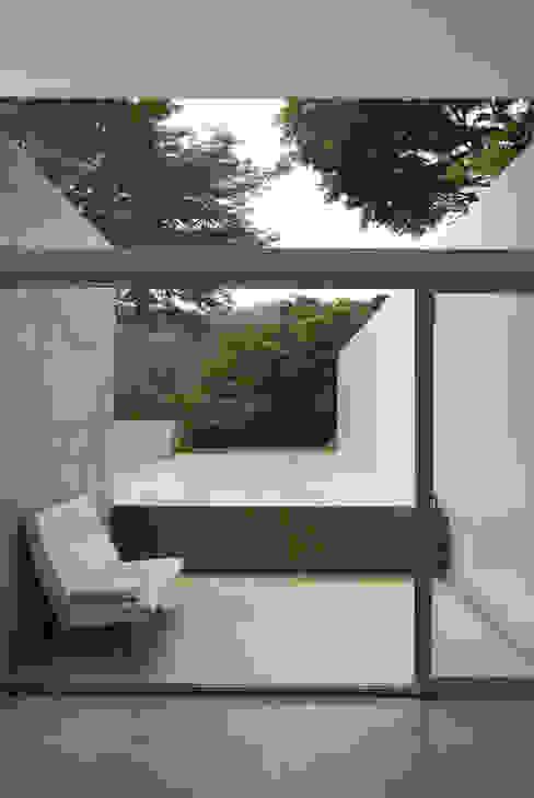 Salas multimedia de estilo moderno de 株式会社ブレッツァ・アーキテクツ Moderno