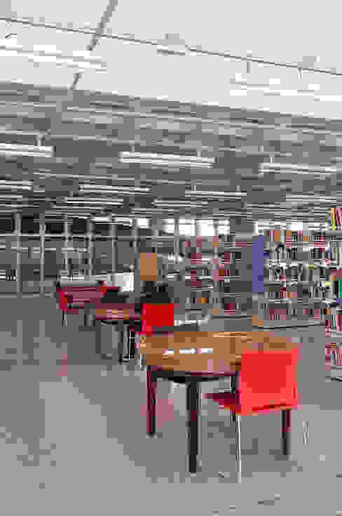 모던 스타일 학교 by ODVO Arquitetura e Urbanismo 모던