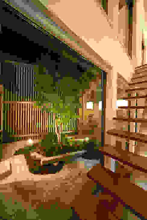 Jardins modernos por ヒロノアソシエイツ一級建築士事務所 Moderno