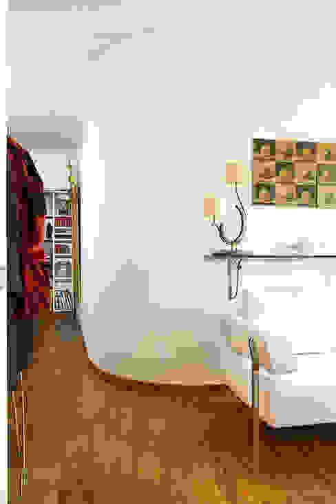 Modern corridor, hallway & stairs by Giandomenico Florio Architetto Modern