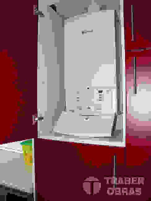 Reforma integral de vivienda por Traber Obras . Cocina - detalle caldera. Cocinas de estilo moderno de Traber Obras Moderno