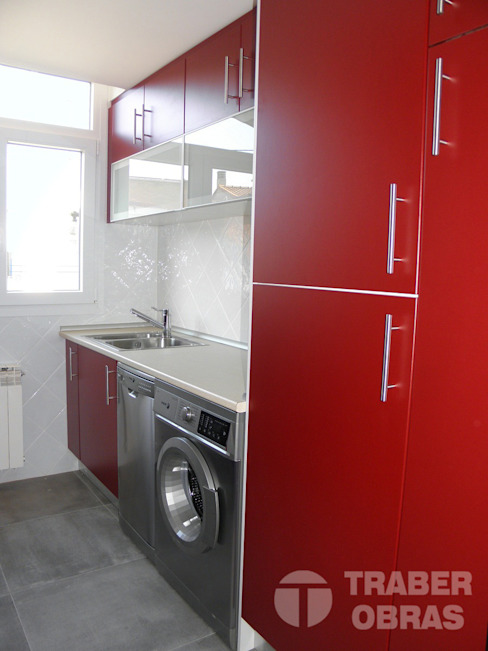 Reforma integral de vivienda por Traber Obras . Cocina. Cocinas de estilo moderno de Traber Obras Moderno
