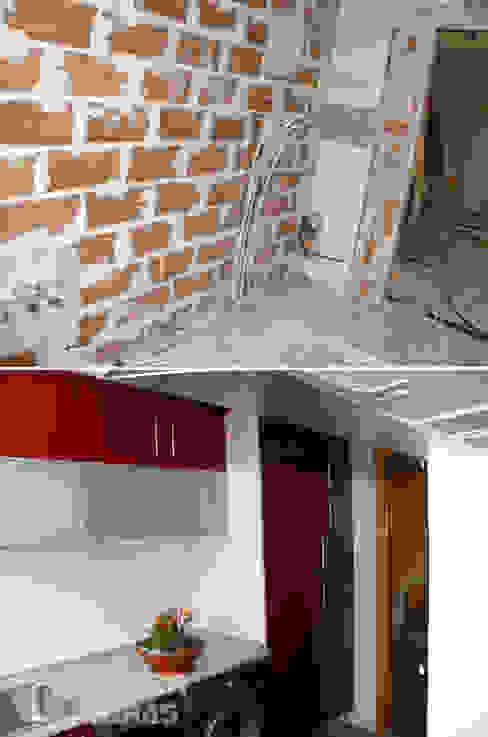 Reforma integral de vivienda por Traber Obras . Cocina antes y después. de Traber Obras