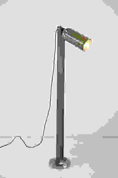 Seltzer bottle floor lamp od NaNowo Industrial Design Industrialny