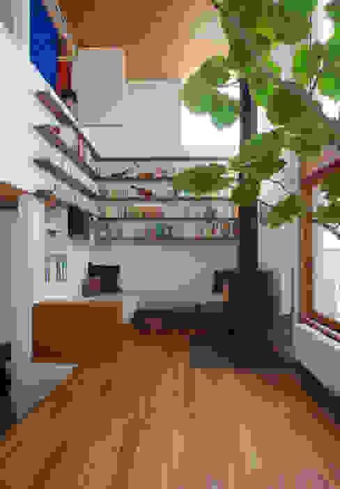 Phòng khách phong cách Bắc Âu bởi 長浜信幸建築設計事務所 Bắc Âu