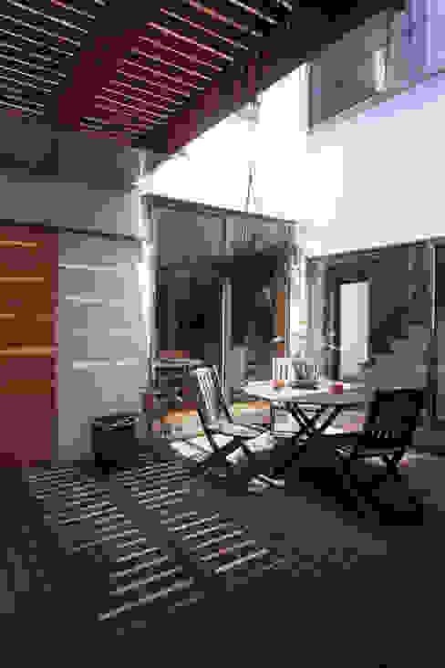 市川の家 北欧デザインの テラス の 長浜信幸建築設計事務所 北欧