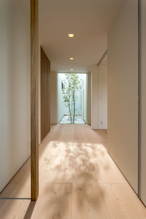Eclectic style corridor, hallway & stairs by MAアーキテクト一級建築士事務所 Eclectic