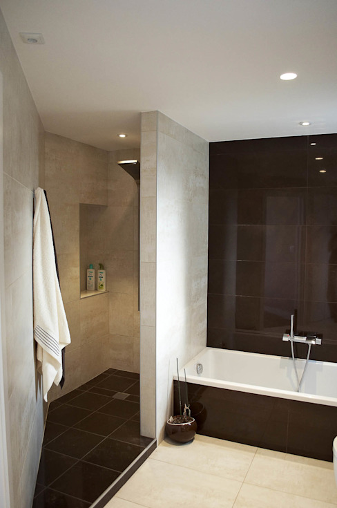 Modern Bathroom by Intra Arquitectos Modern