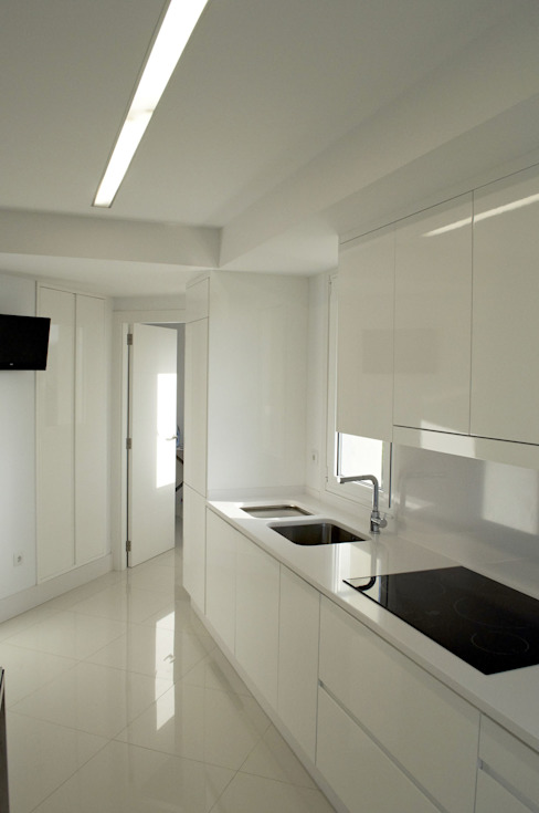 Intra Arquitectos Modern style kitchen