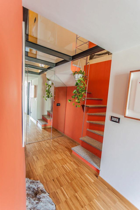 Modern Corridor, Hallway and Staircase by UAU un'architettura unica Modern
