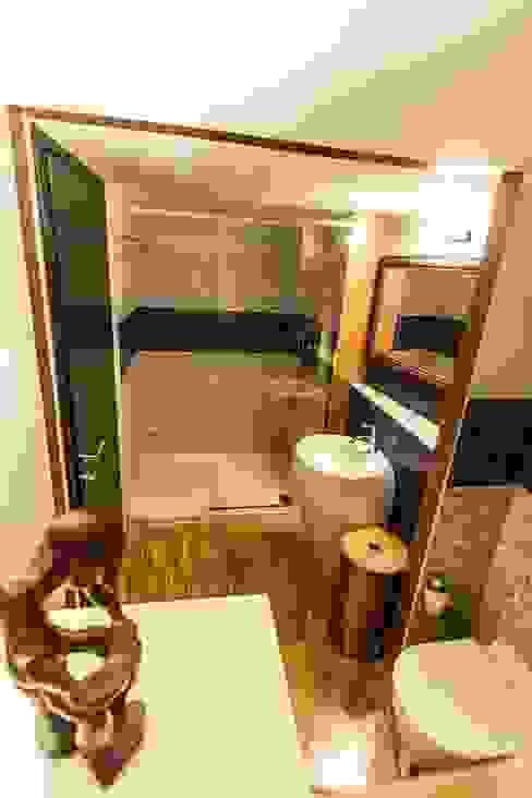 Phòng tắm phong cách hiện đại bởi UAU un'architettura unica Hiện đại