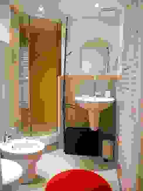 Il bagno Bagno moderno di UAU un'architettura unica Moderno