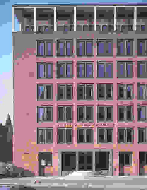 St. Annen Aussenansicht SKA SIBYLLE KRAMER ARCHITEKTEN Klassische Bürogebäude