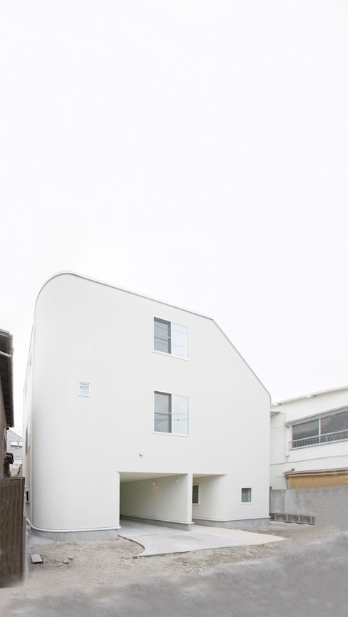 ​SLIDE HOUSE (House in Nakameguro) Case moderne di LEVEL Architects Moderno