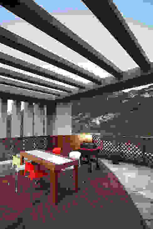 Balcones y terrazas de estilo moderno de Hauan Moderno