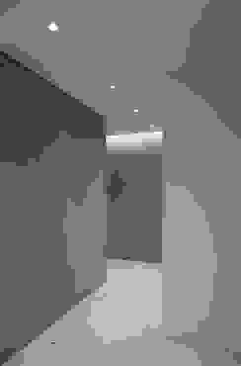 Casa Maggi - Lugano - Ticino (CH) Pareti & Pavimenti in stile moderno di atelierB-architetti Moderno