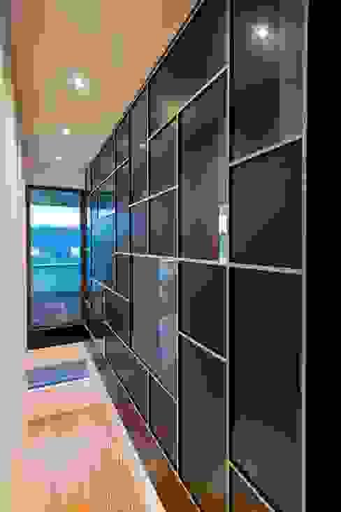 Modern corridor, hallway & stairs by bdmp Architekten & Stadtplaner BDA GmbH & Co. KG Modern