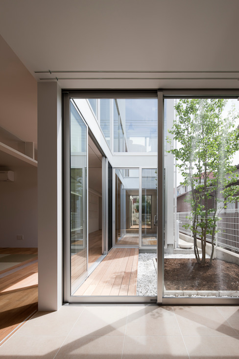 ODAWARA COURTYARD HOUSE: AIDAHO Inc.が手掛けた庭です。,モダン