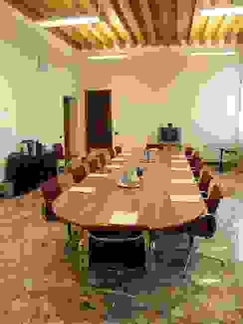 La sala consiglio modulare. di Giuseppe Maria Padoan bioarchitetto - casarmonia progetti e servizi Moderno