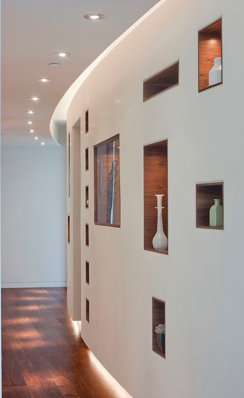 Entry wall Modern corridor, hallway & stairs by Eisner Design Modern