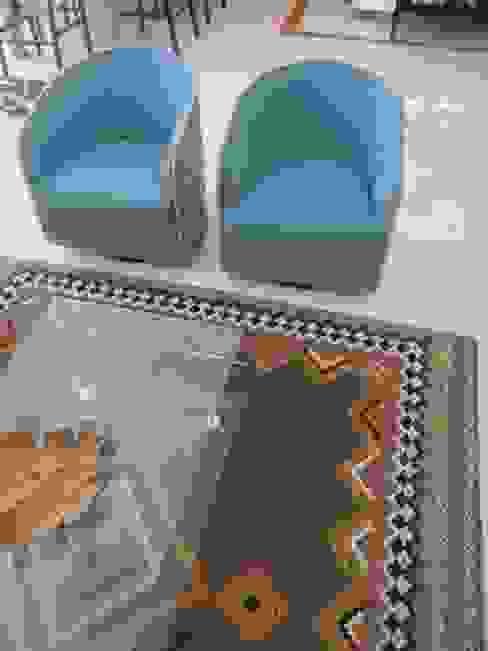 Zona de Estar - promentos das cadeiras e tapete Salas de estar modernas por Traço Magenta - Design de Interiores Moderno