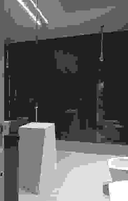 Rasty House Bagno moderno di BxFstudio Moderno