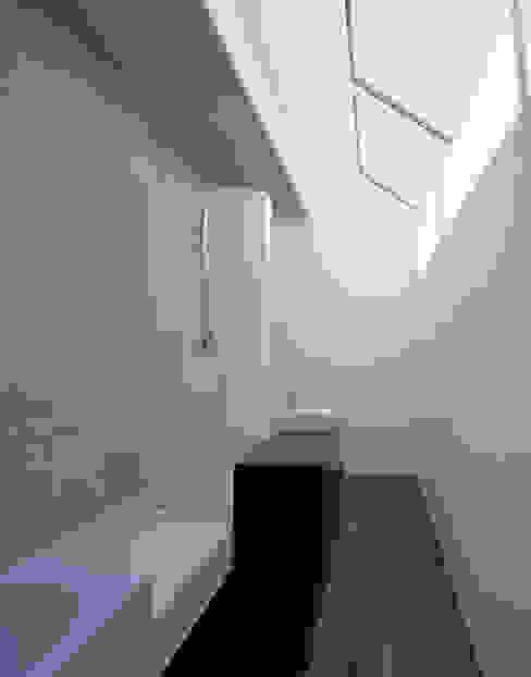 Wohnhaus H Moderne Badezimmer von Matthias Maurer Architekten Modern