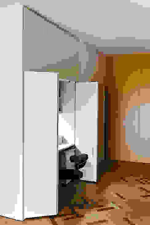 Angolo studio Studio moderno di Bodà Moderno