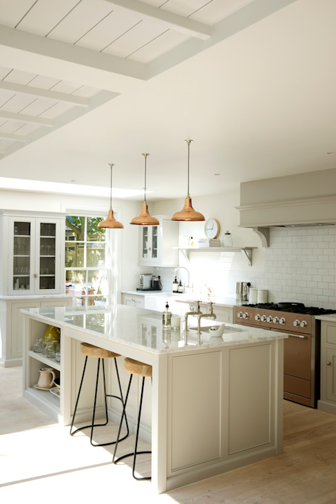 The Clapham Classic English Kitchen by deVOL Wiejska kuchnia od deVOL Kitchens Wiejski