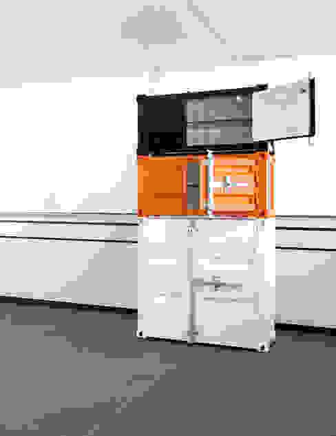 Pandora Small zwart en oranje & Medium wit:  Studeerkamer/kantoor door Studio Sander Mulder