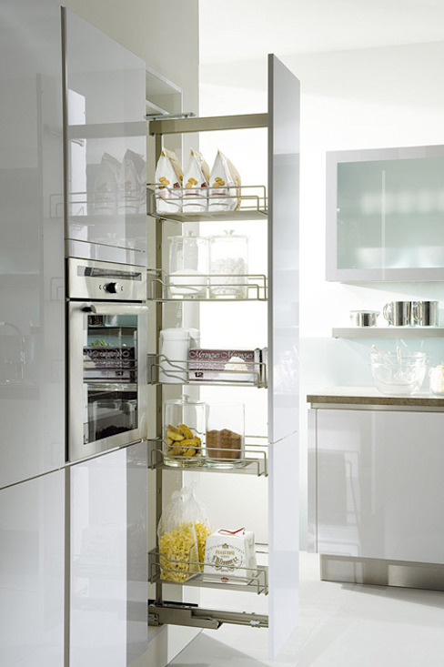 Tall pull-out storage por Urban Myth Moderno