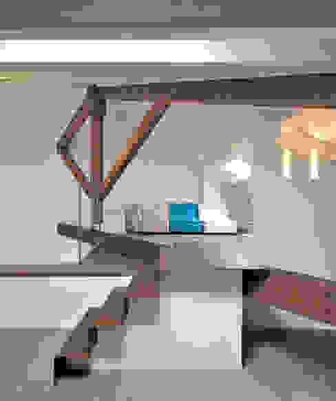 Casa Albega Ingresso, Corridoio & Scale in stile moderno di INO PIAZZA studio Moderno