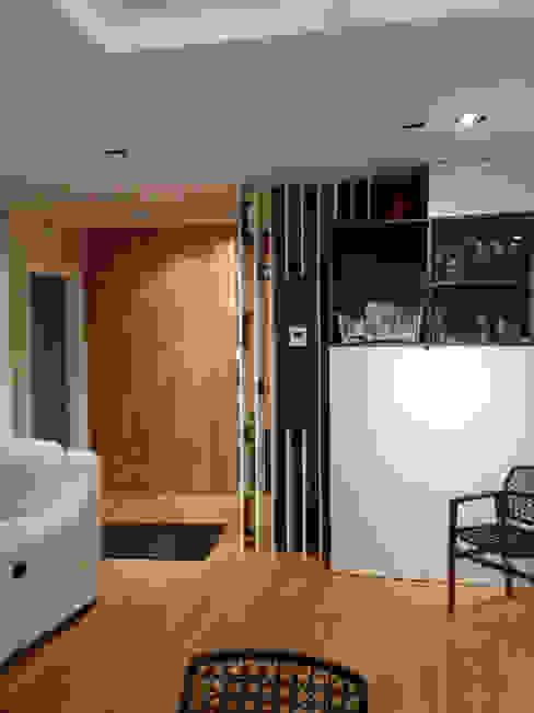 غرفة المعيشة تنفيذ Domenico Lupariello Architetto, حداثي