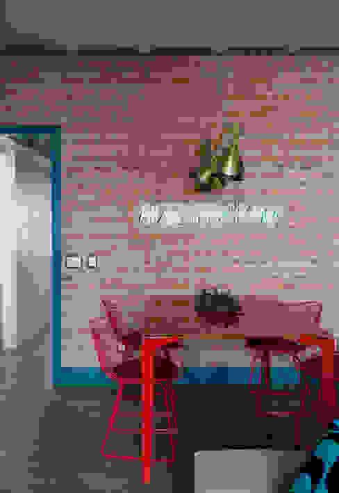 Juliana Pippi Arquitetura & Design Modern dining room