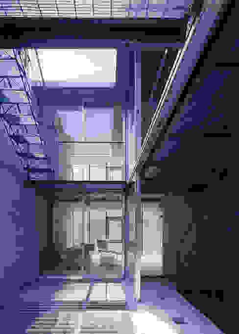Балкон и терраса в стиле модерн от スタジオ4設計 Модерн