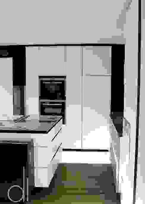 Abbruch und Neubau WOHNHAUS di architekturbüro Moderne Küchen
