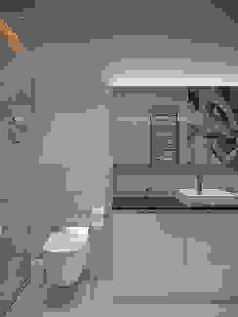 Интерьер квартиры на Гоголевском бульваре: Ванные комнаты в . Автор – Архитектурное бюро Андрея Стубе