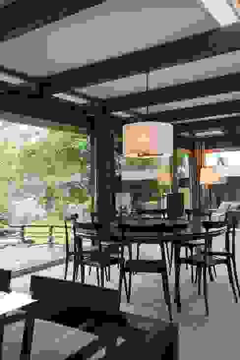 Classic style dining room by Арт-дизайн Студия Юрия Зубенко Classic