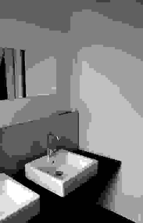 Neubau WOHNHAUS Minimalistische Badezimmer von di architekturbüro Minimalistisch