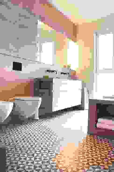 Fugenloses Bad Moderne Badezimmer von DraDog Werkstätten Berlin Modern