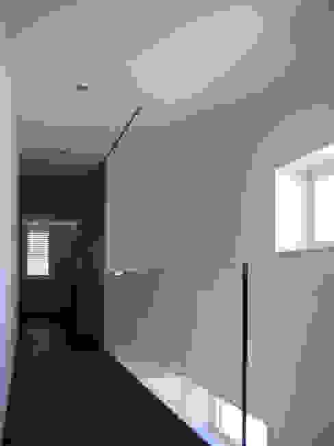 EFH Steinbreite, Ehrendingen, 2009 Moderner Flur, Diele & Treppenhaus von 5 Architekten AG Modern