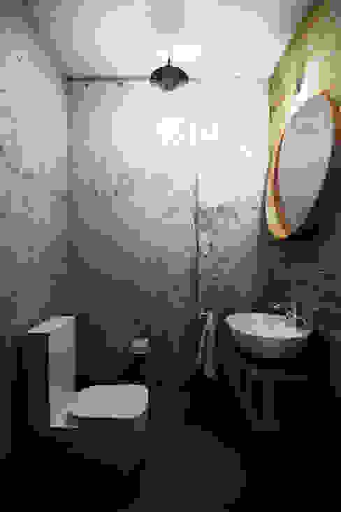Каменный лофт Ванная в стиле лофт от CO:interior Лофт