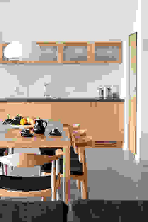 Dom MN: styl , w kategorii Jadalnia zaprojektowany przez PB/STUDIO,Skandynawski