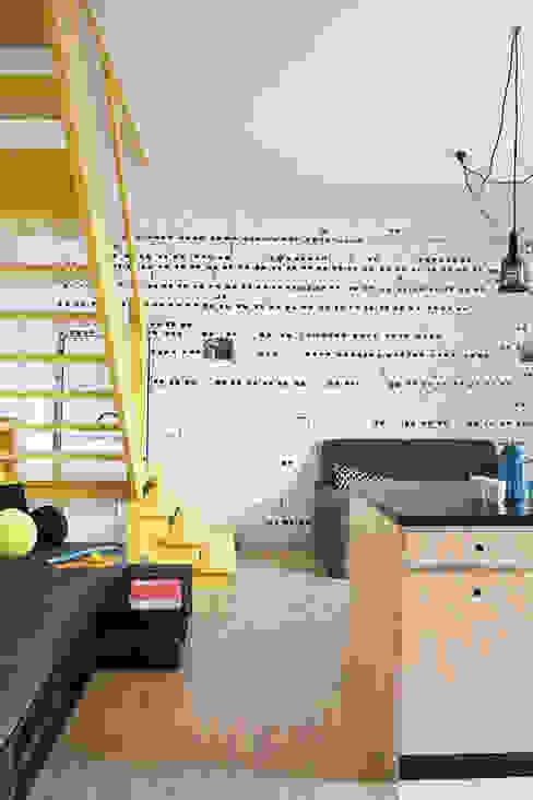 Salas de estar  por PB/STUDIO, Industrial