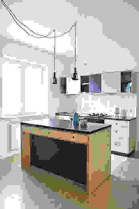 Mieszkanie studenckie: styl , w kategorii Kuchnia zaprojektowany przez PB/STUDIO,Industrialny