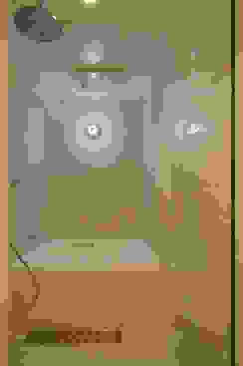 Salle de bains de style  par 株式会社エキップ,