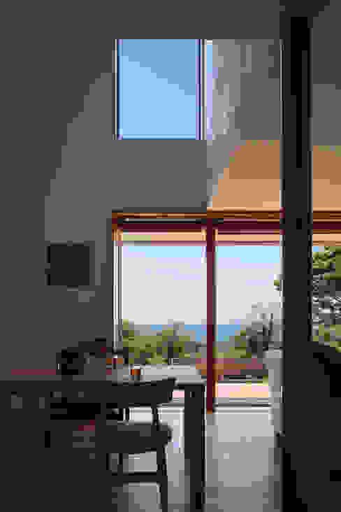 大磯の家: 長浜信幸建築設計事務所が手掛けたダイニングです。,北欧